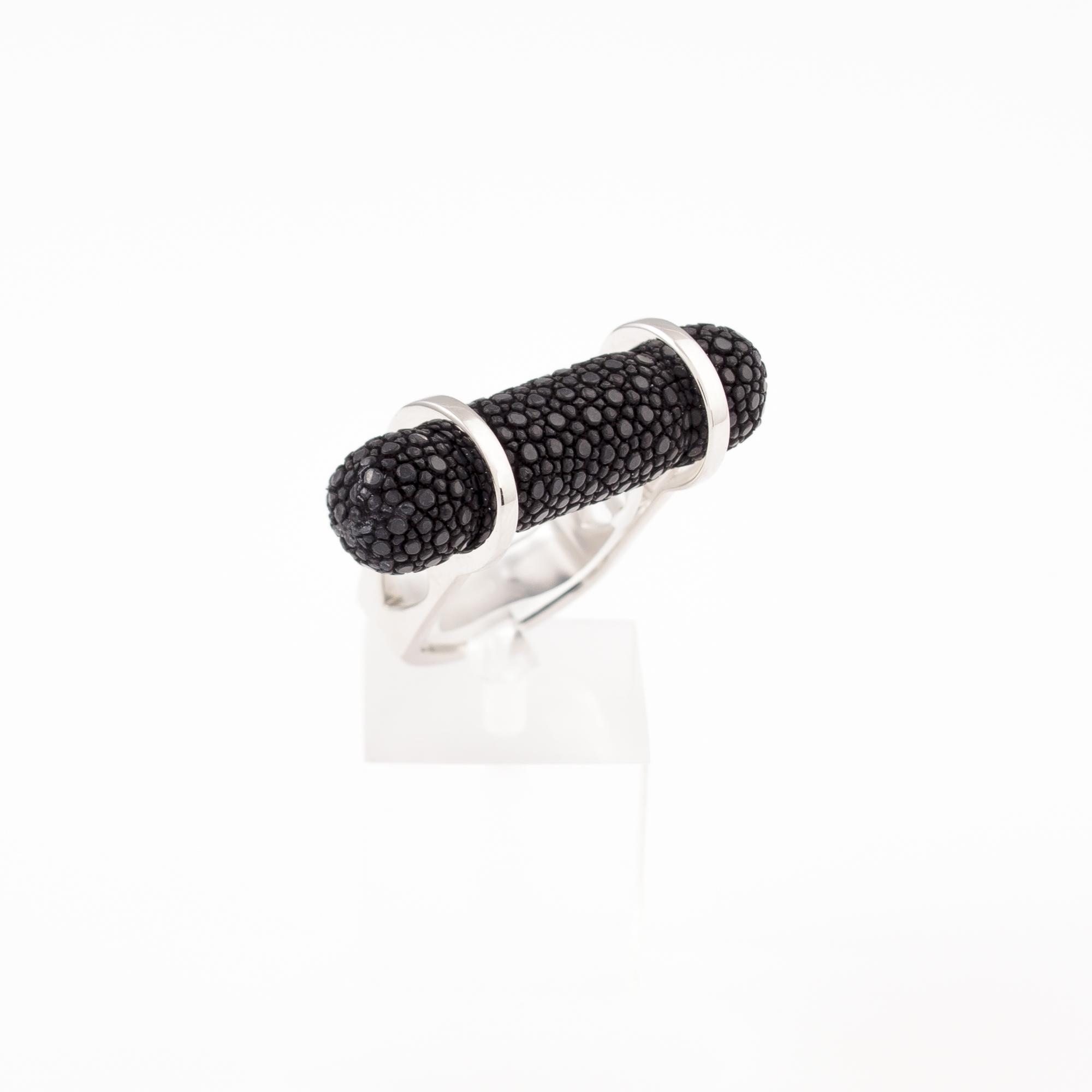 tresor-by-flore-galuchat-bague-pendentif-ogive-noir