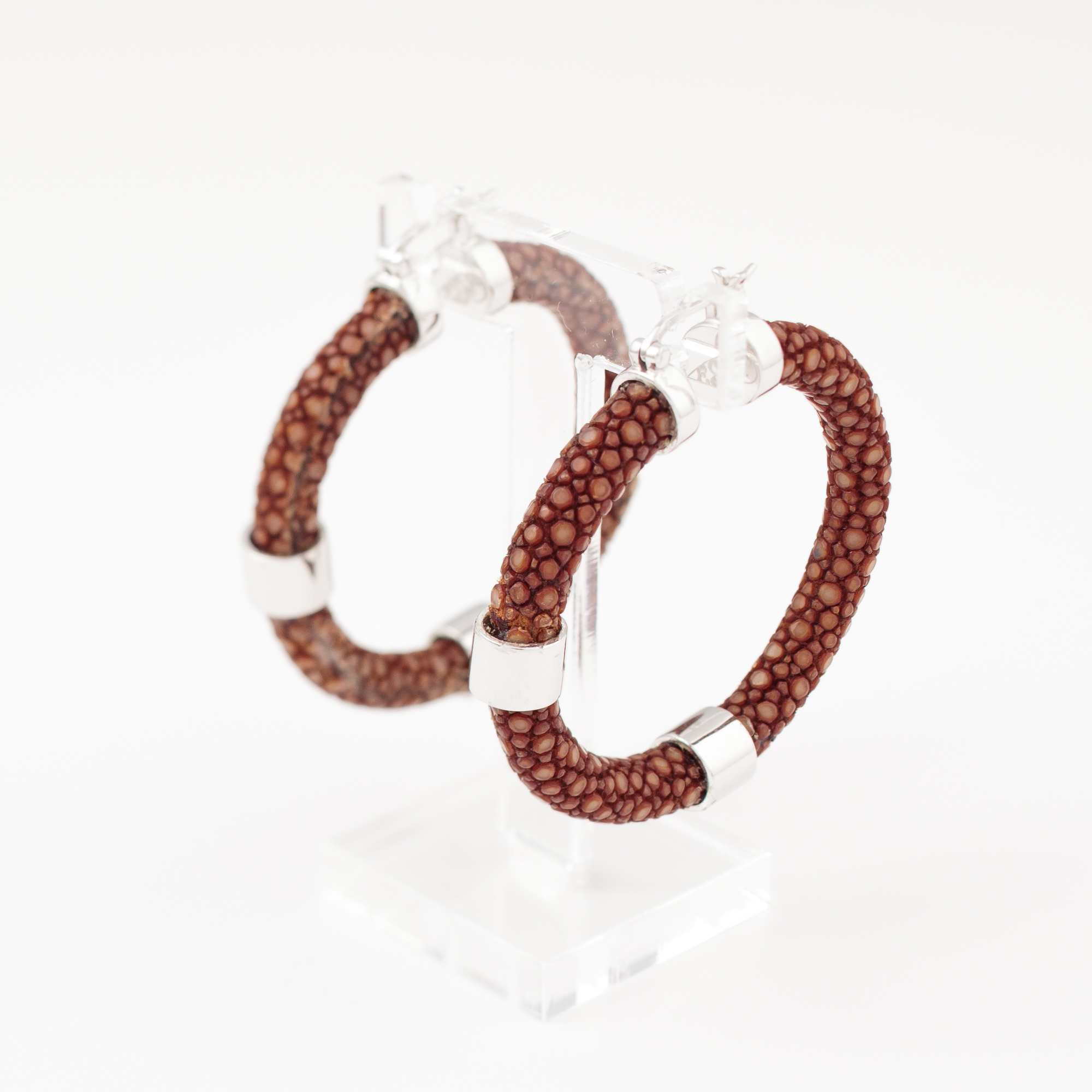 tresor-by-flore-galuchat-boucles-d-oreilles-creole-craneuse-caramel