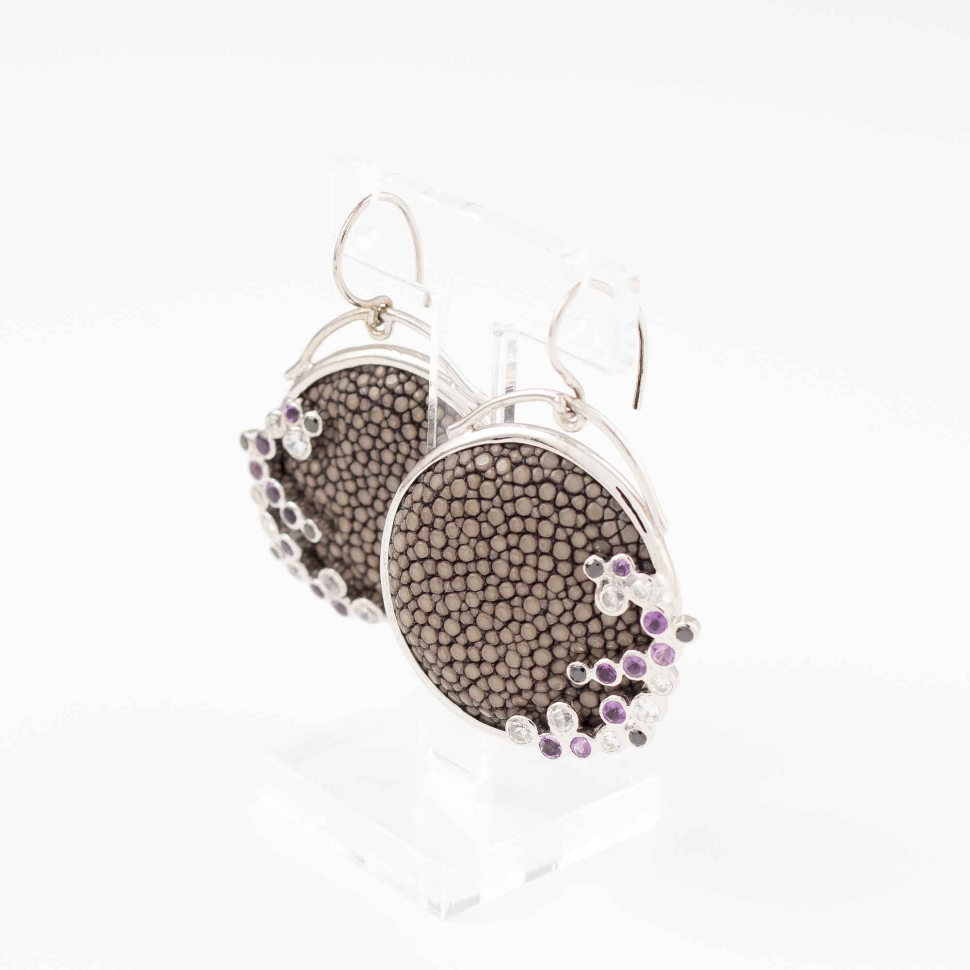 tresor-by-flore-galuchat-boucles-d-oreilles-ronde-pierres-gris