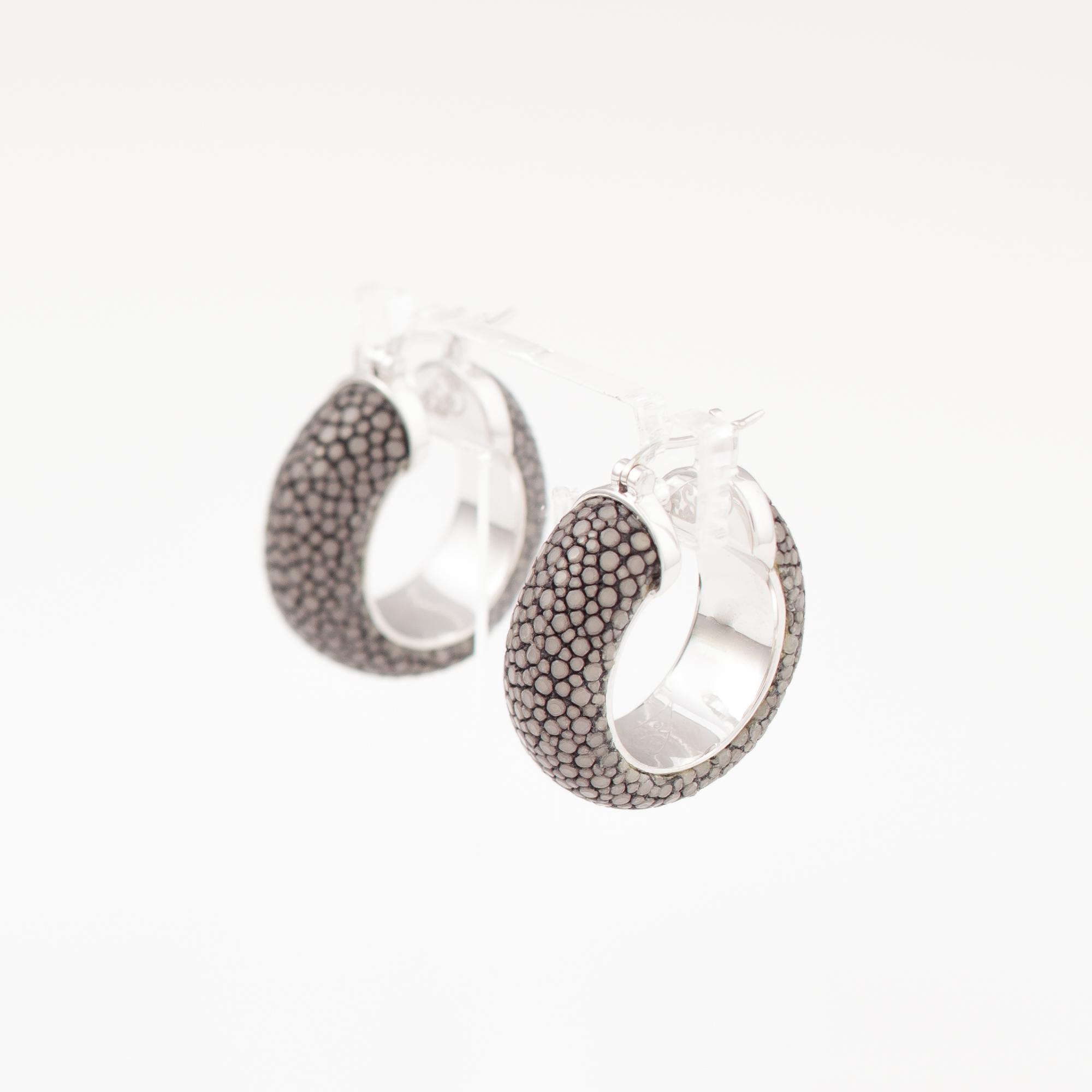 tresor-by-flore-galuchat-boucles-d-oreilles-simplicite-gris