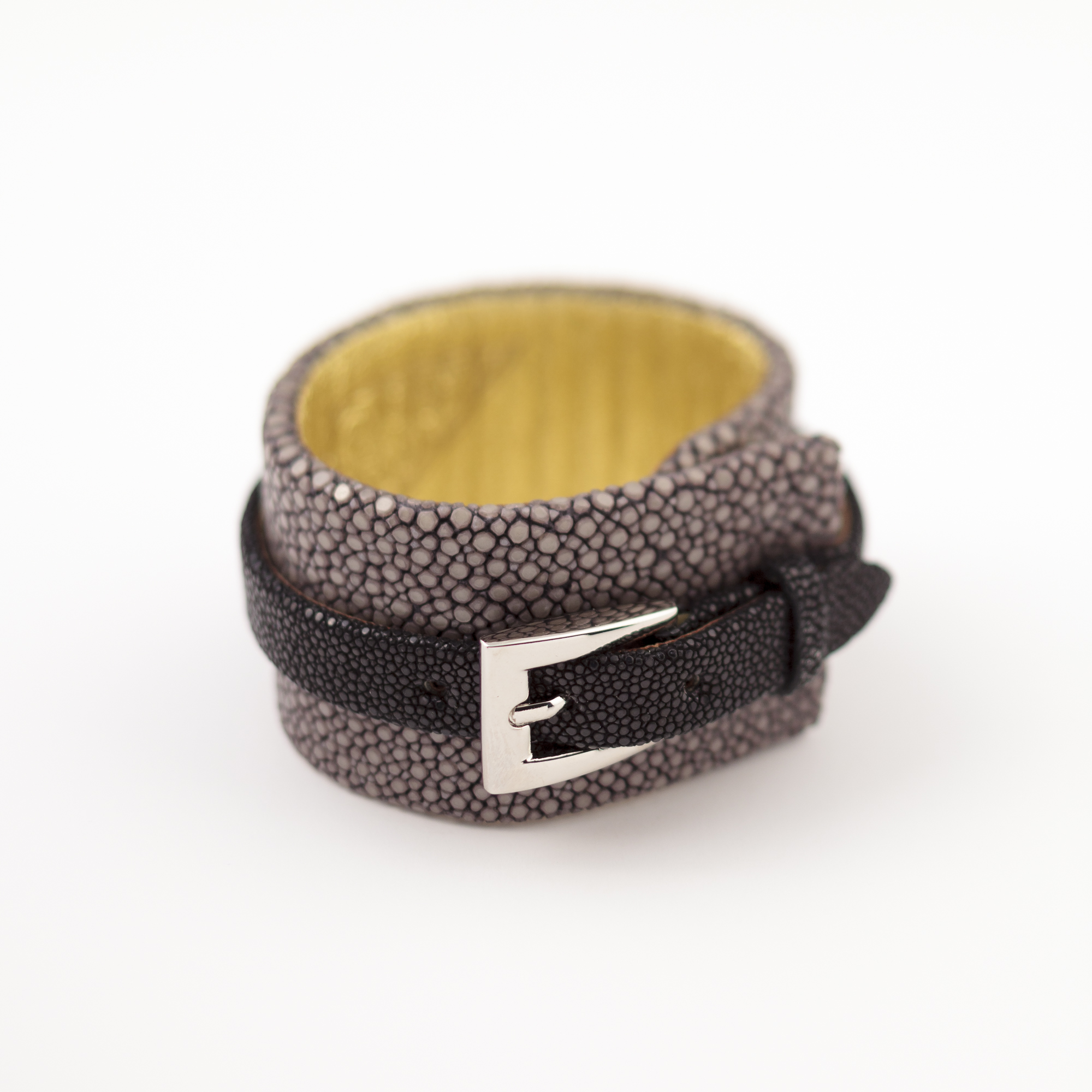 tresor-by-flore-galuchat-bracelet-etreinte-gris