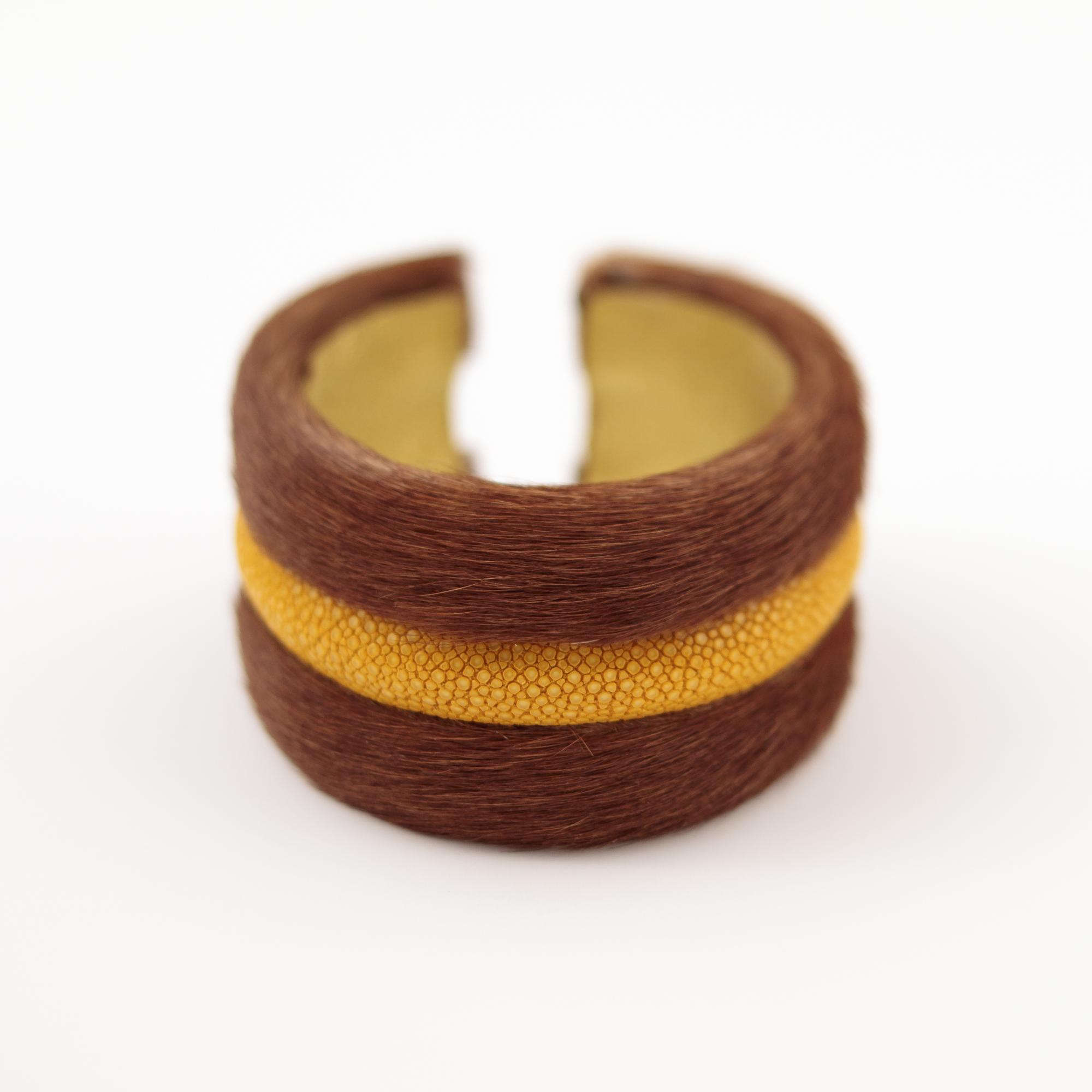 tresor-by-flore-galuchat-bracelet-poilu-marron-jaune