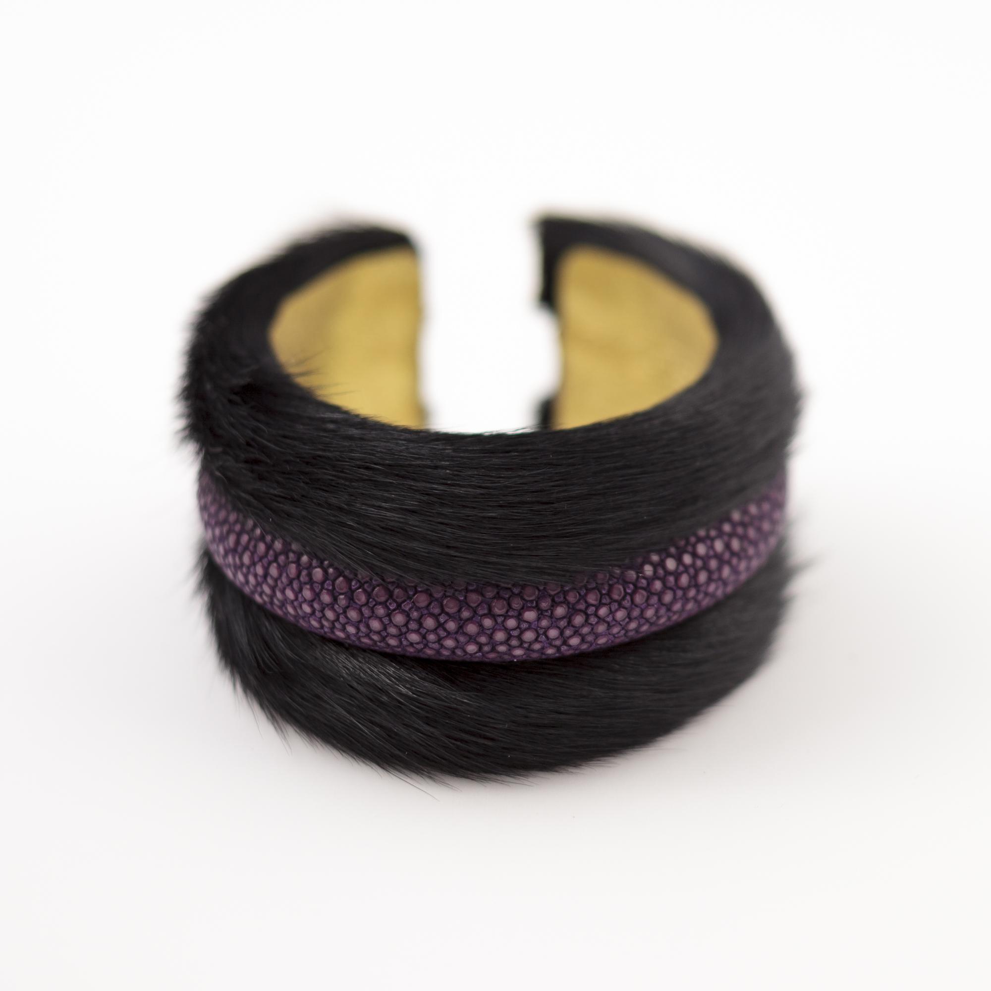 tresor-by-flore-galuchat-bracelet-poilu-noir-violet