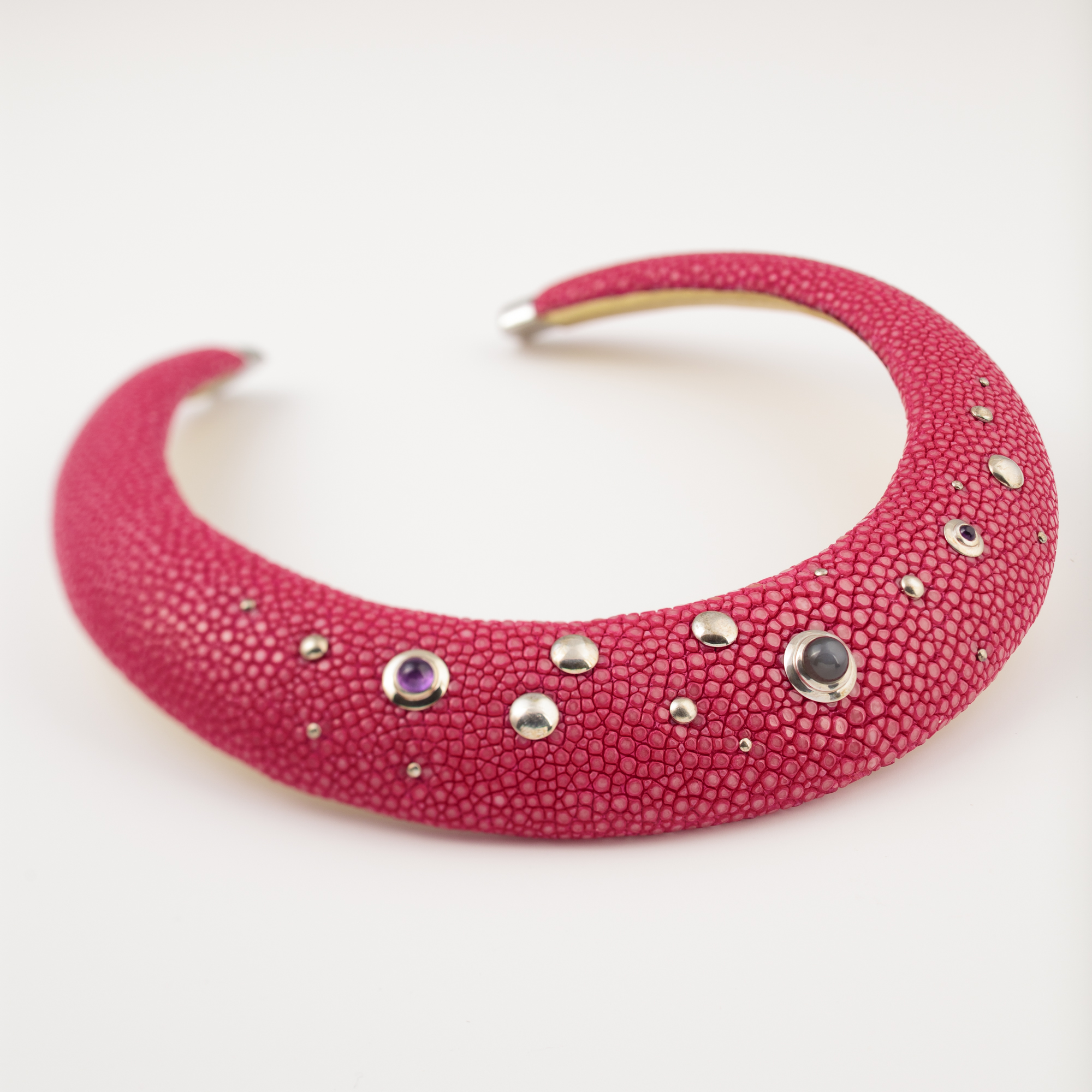 tresor-by-flore-galuchat-collier-tore-medium-fushia
