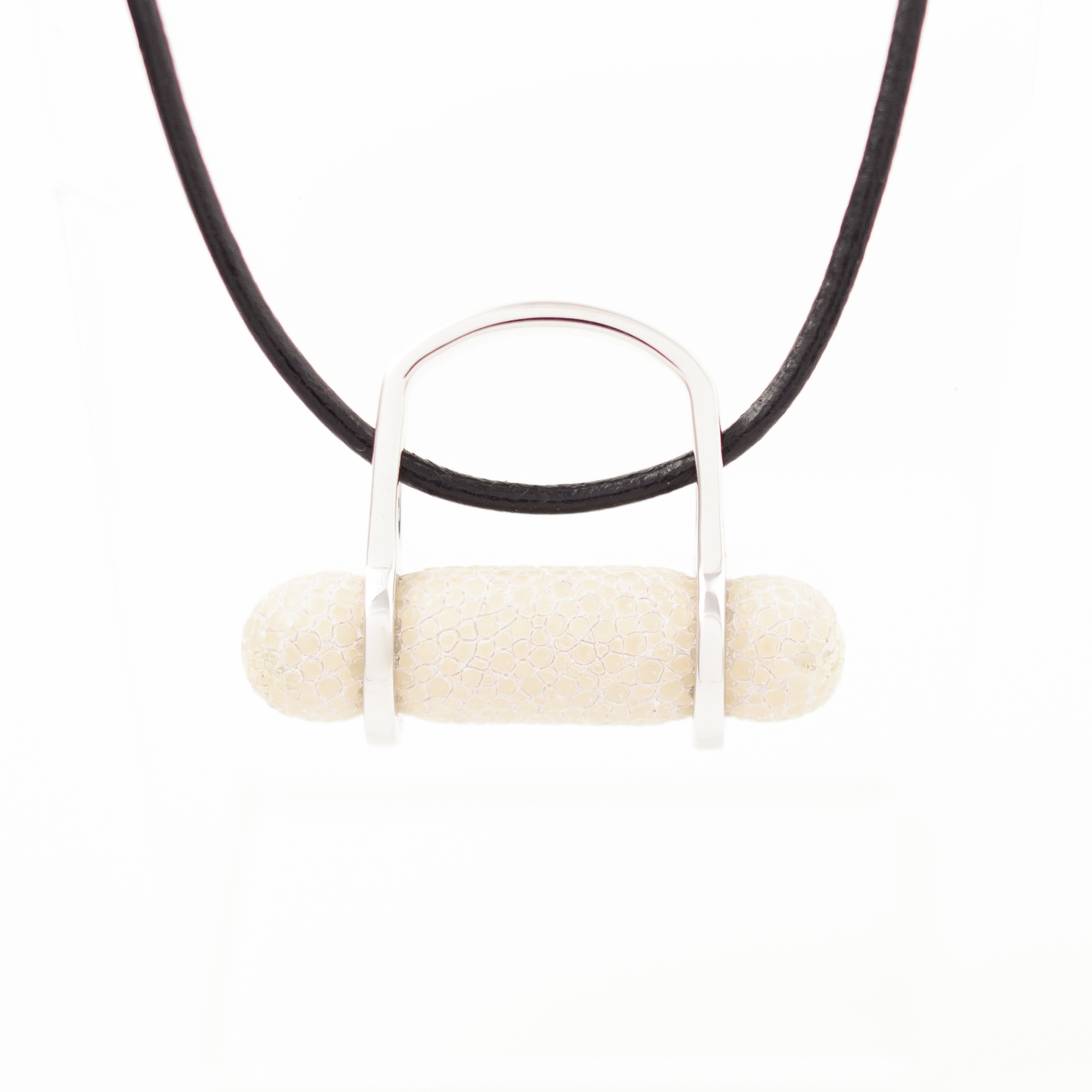 tresor-by-flore-galuchat-bague-pendentif-ogive-blanc2
