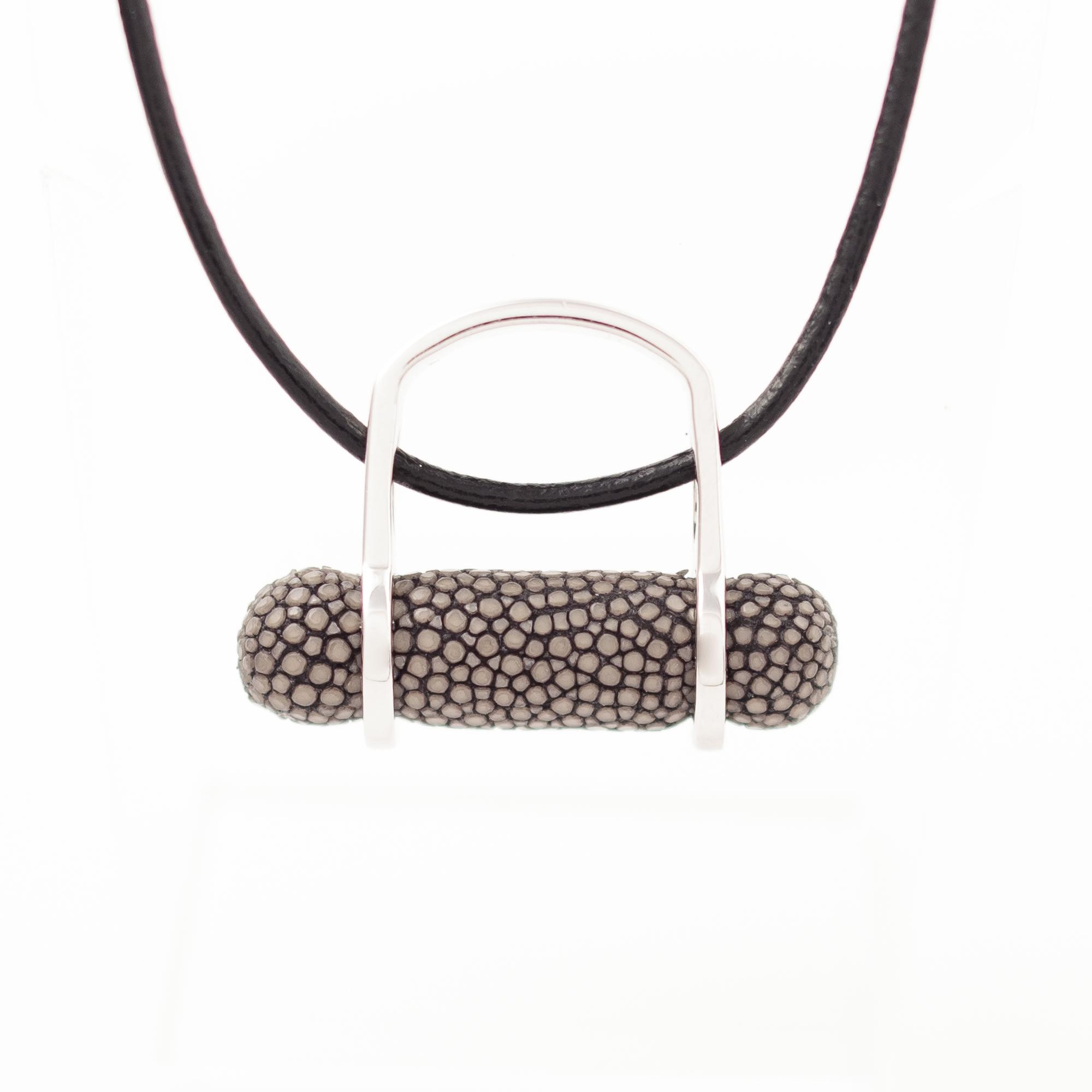 tresor-by-flore-galuchat-bague-pendentif-ogive-gris2