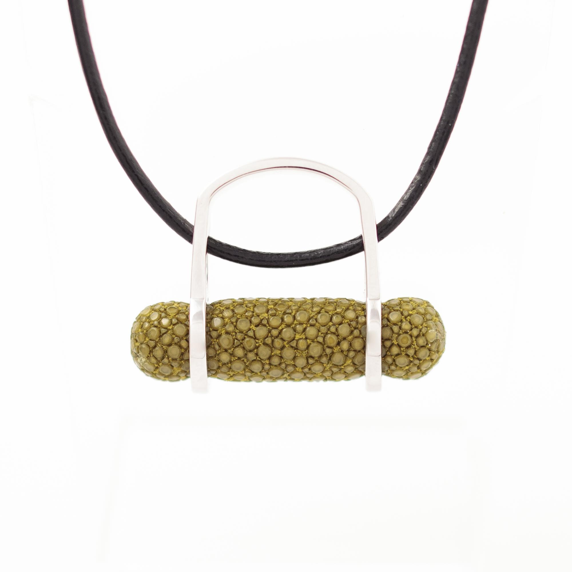 tresor-by-flore-galuchat-bague-pendentif-ogive-kiwi2