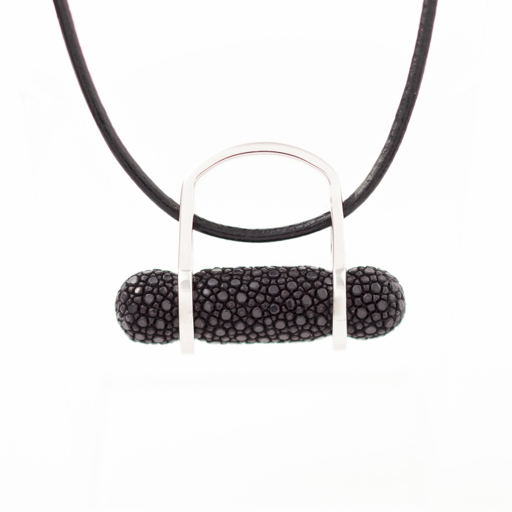 tresor-by-flore-galuchat-bague-pendentif-ogive-noir2
